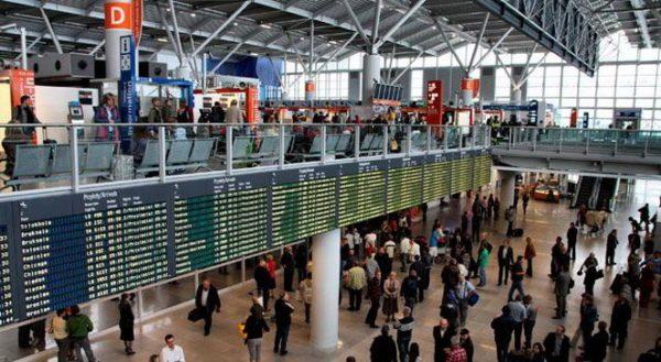 Зал очікування аеропорту Краків-Баліце
