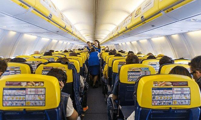 Літак Ryanair всередині