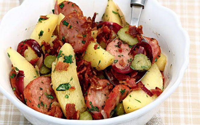 Салат з картоплею баварський