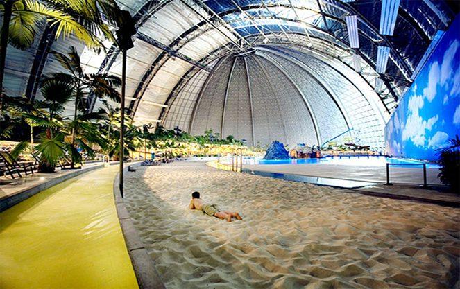 Пляж берлінського аквапарку