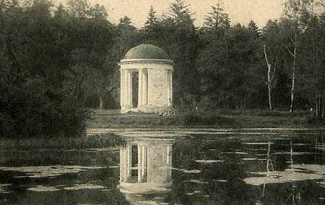 Чорно-біле фото англійського саду