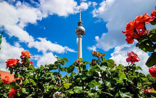 Берлінська телевежа і небо