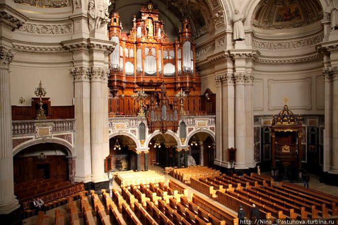 Внутрішній вигляд собору