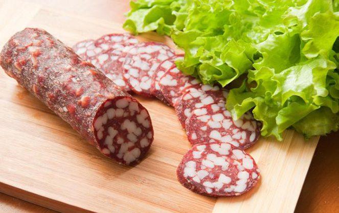 Брауншвейгська ковбаса прикраса святкового столу