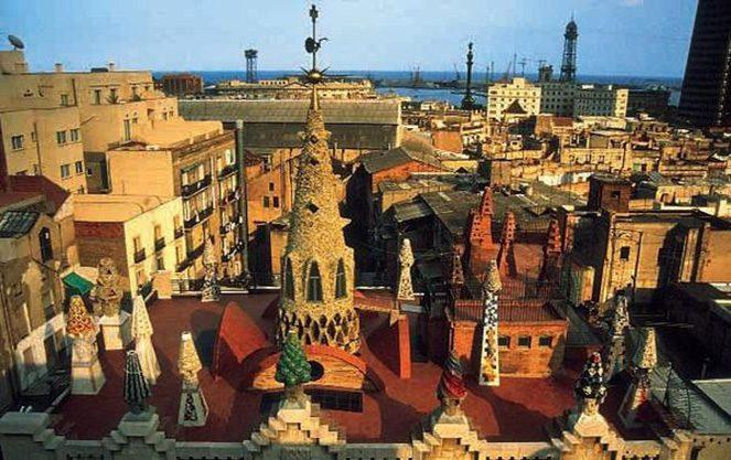 Палац Гауді в Барселоні - вид зверху