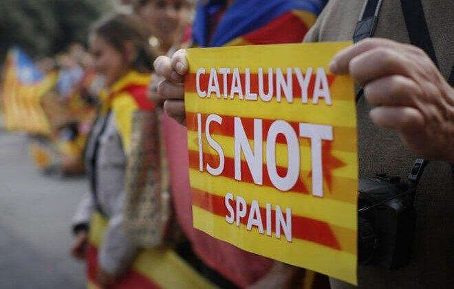 різниця між іспанським та каталонським мовами