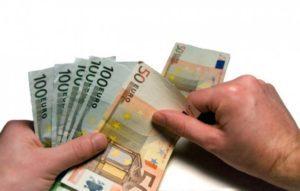 середня зарплата в Латвії