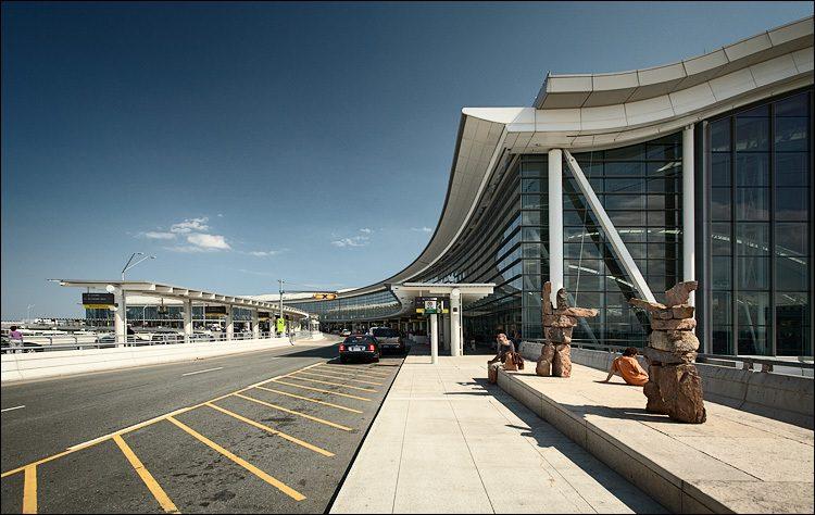 Міжнародний аеропорт ім. Пірсона в Канаді